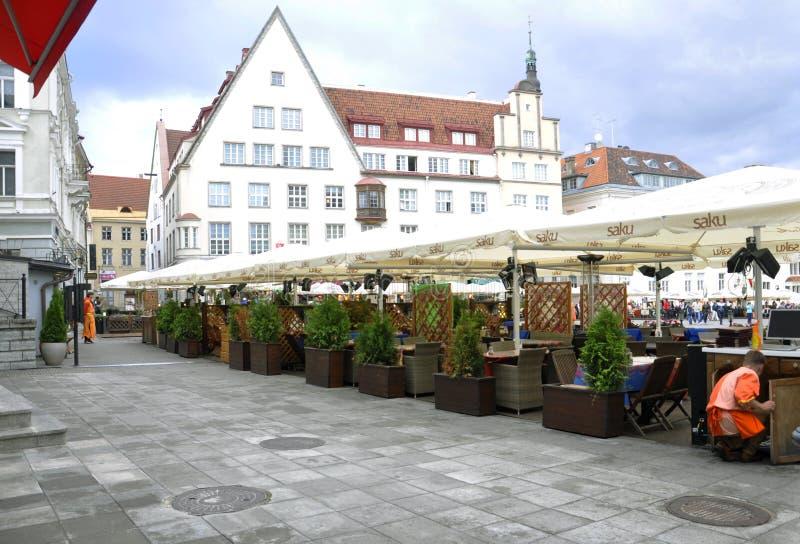 Tallin, 23 augustus het terras 2014-van de binnenstad van Tallin in Estland stock afbeeldingen