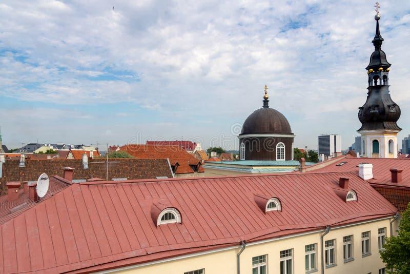 TALLINN, ESTÔNIA 26 DE JUNHO DE 2015: Vista da igreja de StMary fotografia de stock royalty free