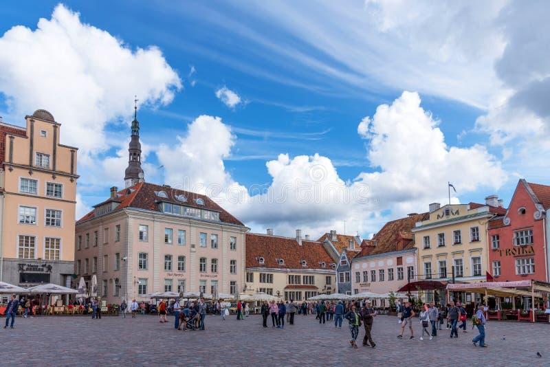 Tallinn, Estland - Augustus 27, 2018: Zeer mooie oude Stad Hall Square in de zomerdag tallinn royalty-vrije stock foto's