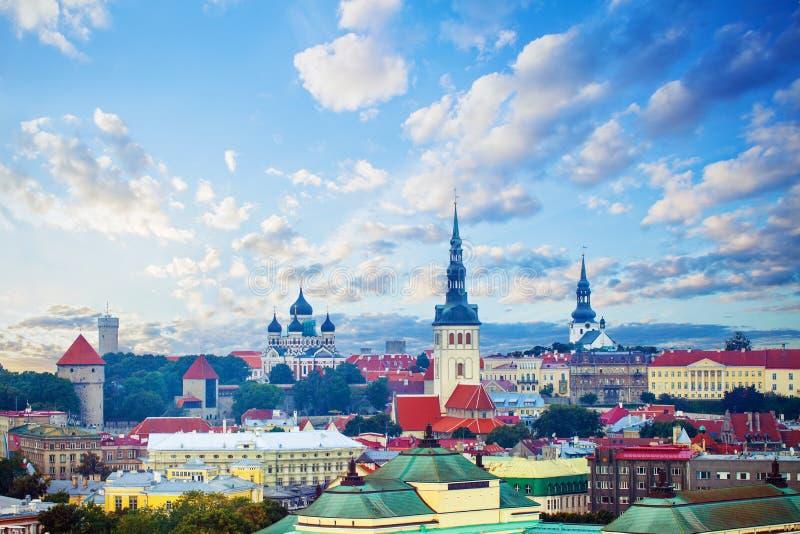 Tallinn, Estland Cityscape horizon van oude stad van toeristische stad Tallinn royalty-vrije stock afbeelding