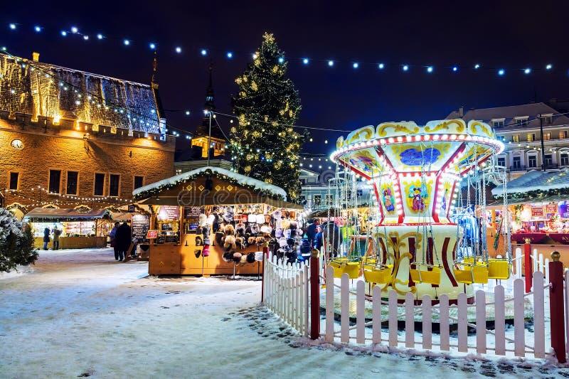 TALLINN, ESTLAND - JANUARI 6: Kerstmismarkt op Stad Hall Square royalty-vrije stock foto