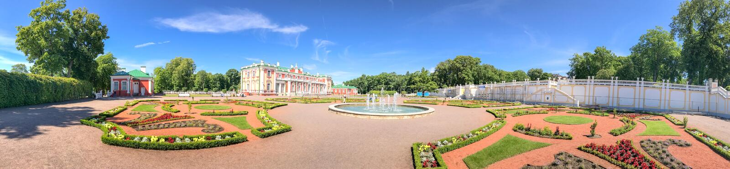 TALLINN ESTLAND - JULI 15, 2017: TuristbesökKadriorg slott royaltyfri bild