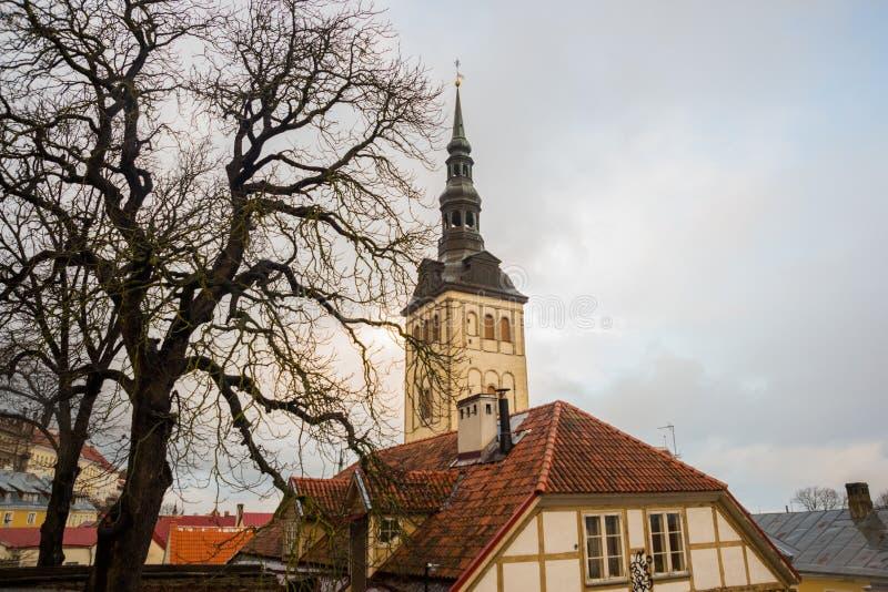 TALLINN ESTLAND: St Nicholas 'kyrka, Niguliste kyrka, Niguliste kirik I dag inhyser det en filial av Art Museum av Estland arkivbild