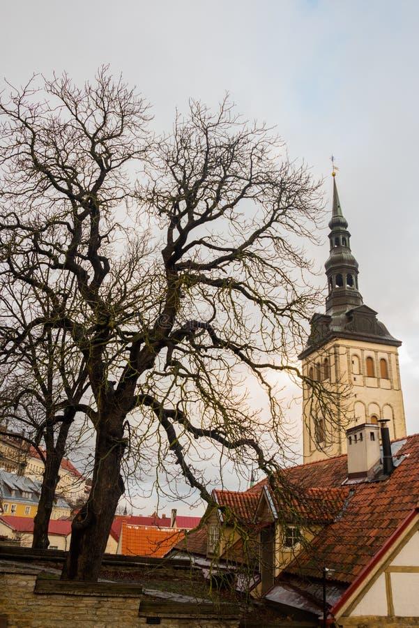 TALLINN ESTLAND: St Nicholas 'kyrka, Niguliste kyrka, Niguliste kirik I dag inhyser det en filial av Art Museum av Estland arkivbilder