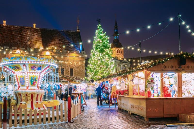 Download Tallinn, Estland Traditioneller Weihnachtsmarkt Auf Stadt Hall Square Stockfoto - Bild von feiertag, abend: 106803328