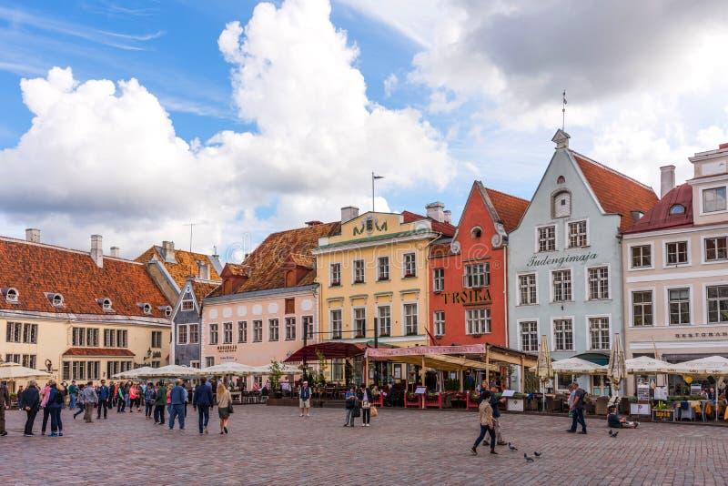 Tallinn, Estonia - 27 agosto 2018: Vecchia città molto bella Hall Square nel giorno di estate tallinn immagine stock