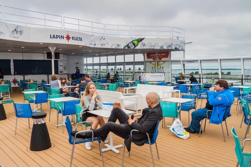 TALLINN, ESTONIA - 24 DE AGOSTO DE 2016: Cubierta de haber poseído cruiseferry del ms Finlandia y haber actuado por el operador f foto de archivo libre de regalías