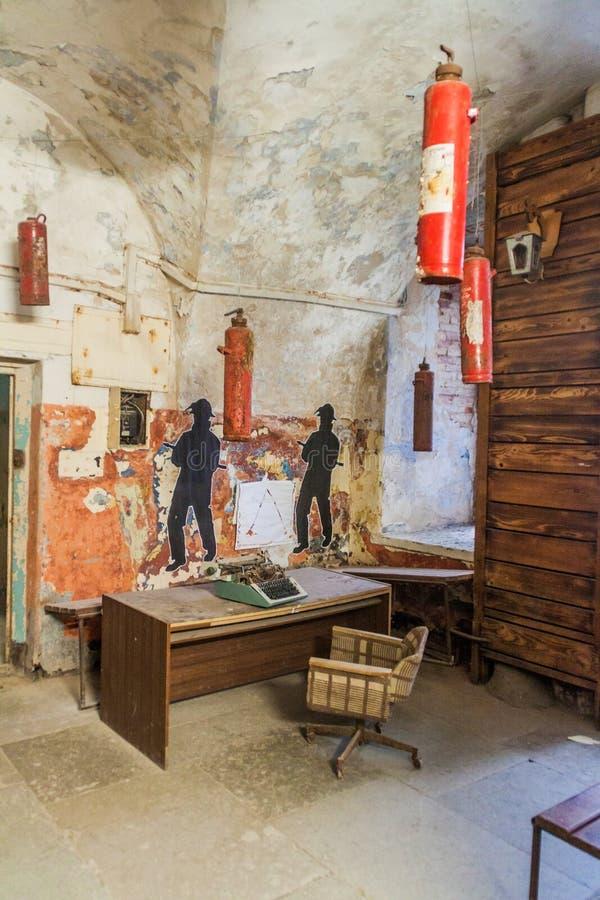 TALLINN, ESTONIA - 23 DE AGOSTO DE 2016: Interior de la fortaleza y de la prisión anteriores del mar de Patarei en Tallinn, Eston imagen de archivo libre de regalías