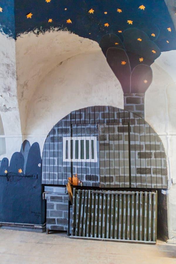 TALLINN, ESTONIA - 23 DE AGOSTO DE 2016: Interior de la fortaleza y de la prisión anteriores del mar de Patarei en Tallinn, Eston imagenes de archivo
