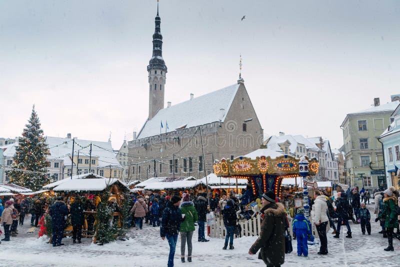 Tallinn, Estonia - 3 de enero 2017: Mercado de la Navidad imagen de archivo