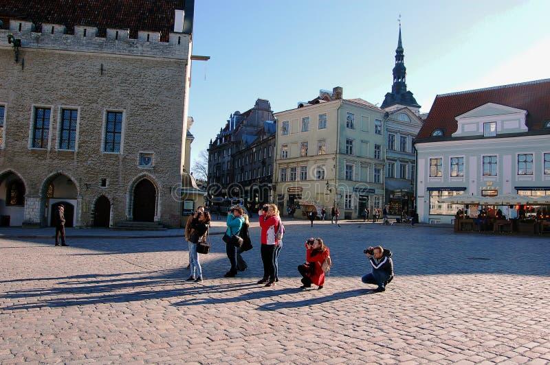 Tallinn, Estonia, 05/02/2017 dei fotografi nella piazza fotografie stock