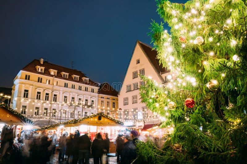 Tallinn, Estonia Mercato tradizionale di Natale sulla città Hall Squa immagini stock libere da diritti