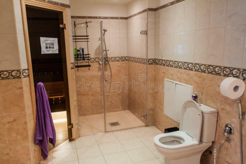 TALLINN, ESTONIE - 23 AOÛT 2016 : Pension de randonneurs d'inTallinn de salle de bains dans Tallin photo libre de droits