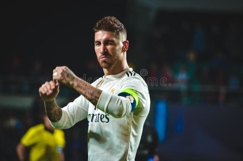 TALLINN, ESTONIE - 15 août 2018 : Sergio Ramos pendant l'aileron photos stock