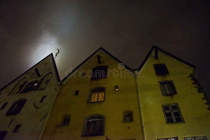 Tallinn, Estonie Bâtiment de trois Chambres de soeurs au centre historique de Tallinn, maintenant hôtel à la mode photographie stock