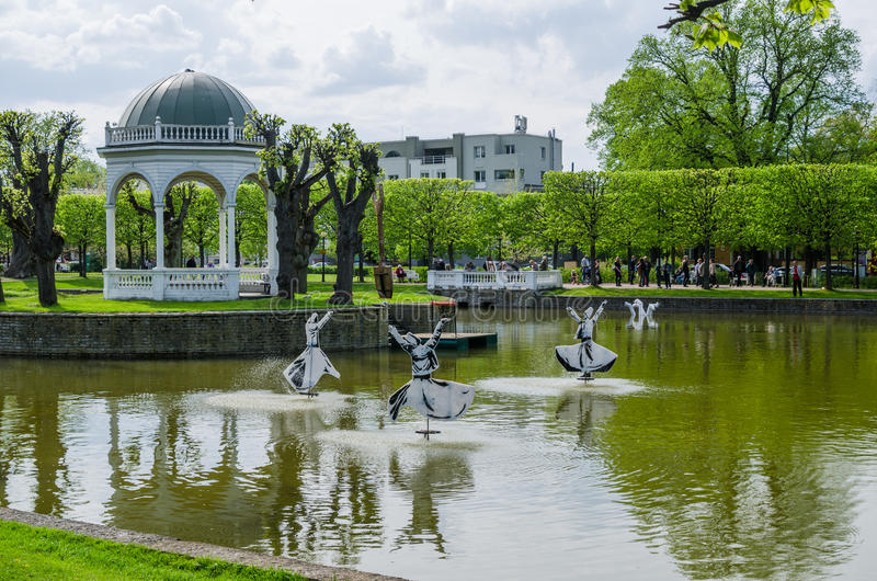 TALLINN, ESTONIE - 15 MAI : Étang en parc de Kadriorg le 15 mai, photo libre de droits