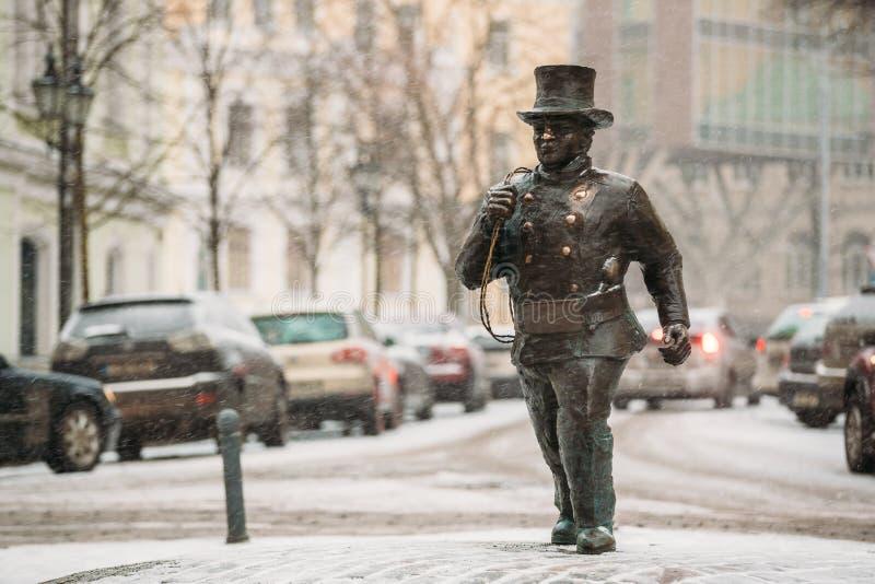 Tallinn, Estonie Statue en bronze de Lucky Happy Chimney Sweep With quelques pas en bronze photo libre de droits