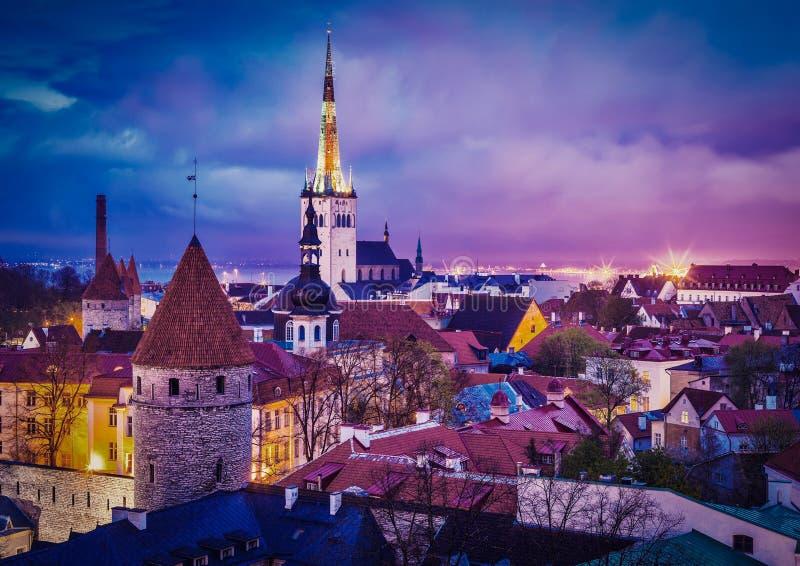 Tallinn medeltida gammal stad, Estland arkivfoto
