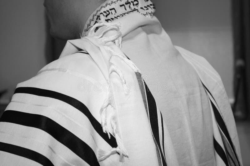 Tallit, άσπρο με τα μαύρα λωρίδες στοκ φωτογραφίες