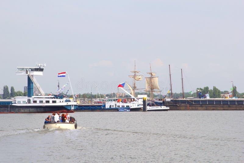 Tallships e barcos durante o evento 2015 da vela em Amsterdão, Países Baixos fotos de stock