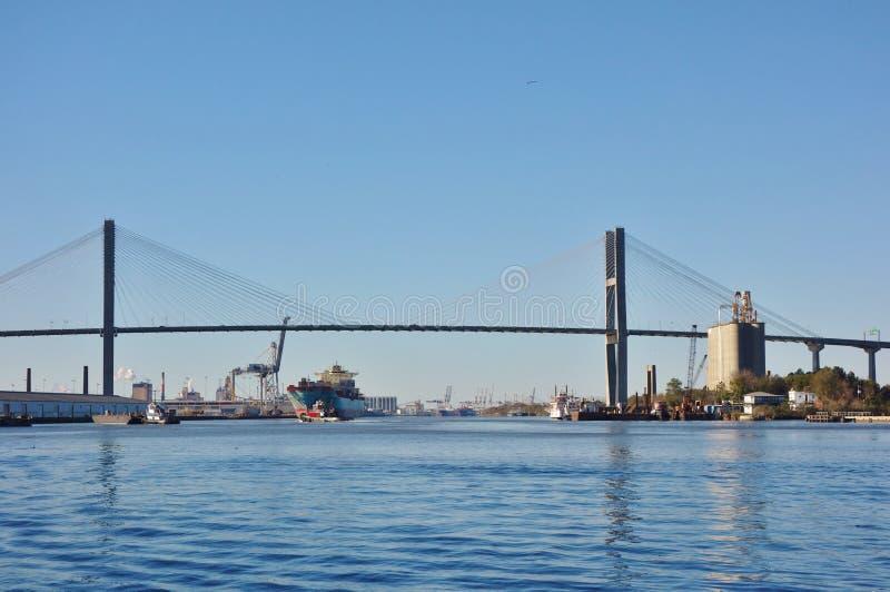 Talmadge Memorial Bridge sopra Savannah River in Georgia immagini stock libere da diritti