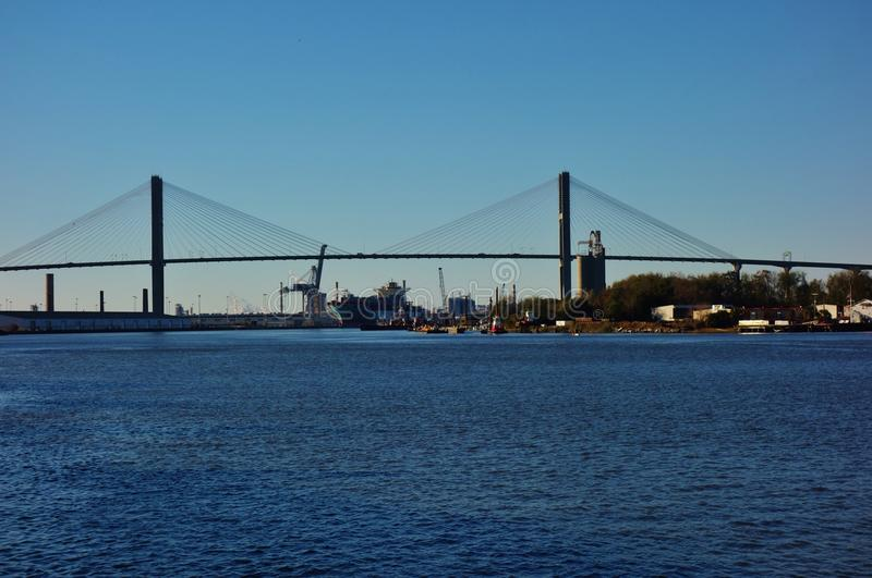 Talmadge Memorial Bridge sopra Savannah River in Georgia fotografie stock