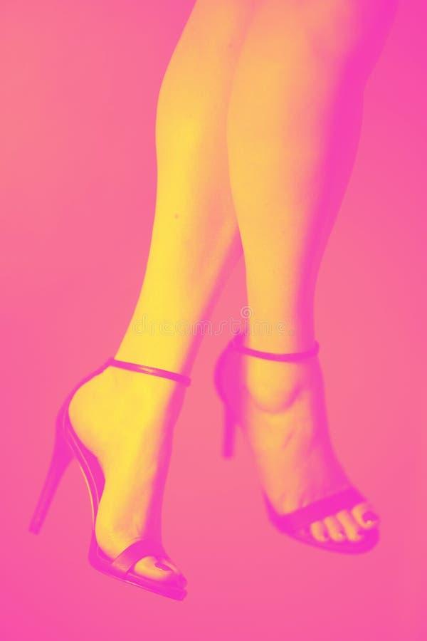 talons hauts de pieds de jambes image stock
