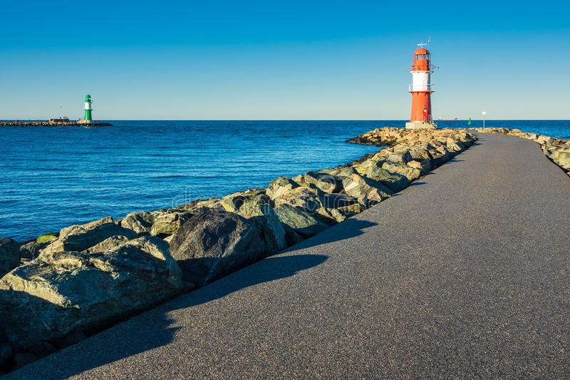 Talpa sulla costa del Mar Baltico in Warnemuende, Germania fotografie stock
