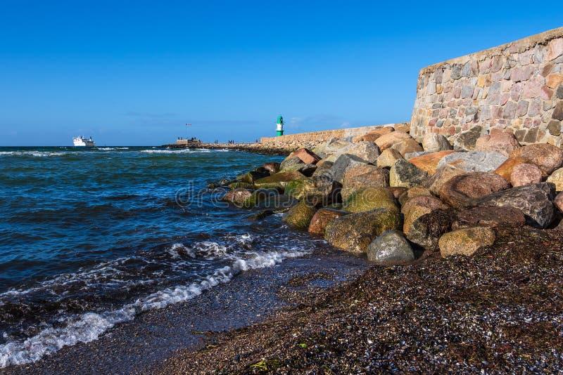 Talpa sulla costa del Mar Baltico in Warnemuende, Germania fotografia stock