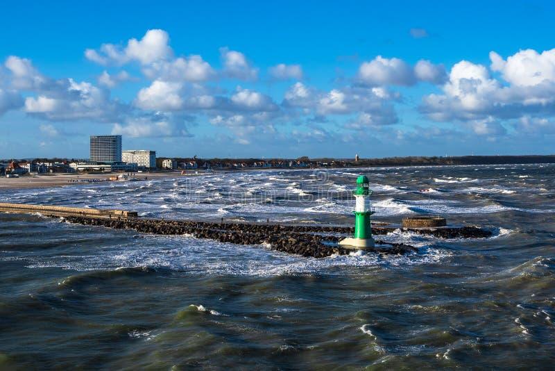 Talpa sulla costa del Mar Baltico in Warnemuende, Germania fotografia stock libera da diritti