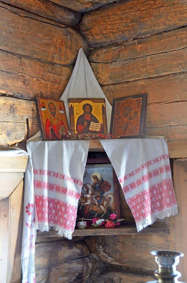 Taltsy,伊尔库次克地区,俄罗斯, 2017年3月, 02日 建筑民族志学博物馆Taltsy 红色角落在一个农村房子里第18 图库摄影