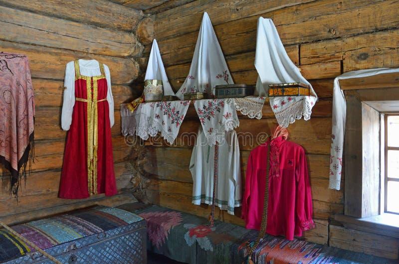 Taltsy Irkutsk region, Ryssland, mars, 02, 2017 Arkitektonisk-ethnographic museum`-Taltsy `, Garneringen av huset och elegan royaltyfri fotografi