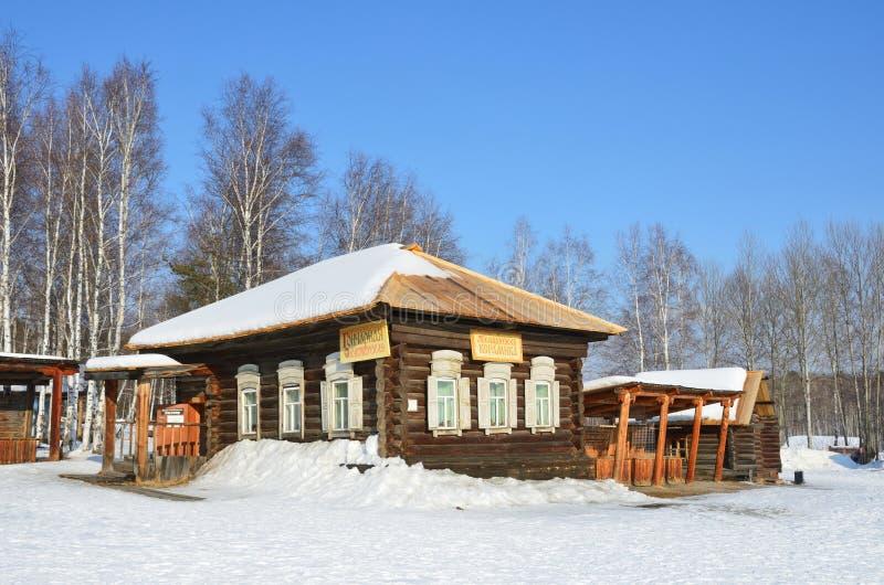Taltsy Irkutsk region, Ryssland, mars, 02, 2017 Taltsy för Irkutsk arkitektonisk-ethnographic museum` `, ` För `-Talitsky keramik royaltyfria bilder