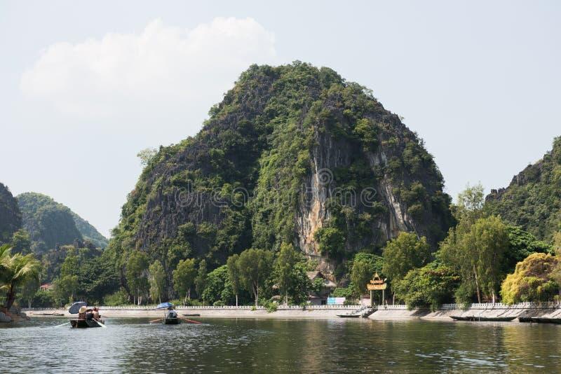 Tam Coc Caves Ride royaltyfria foton
