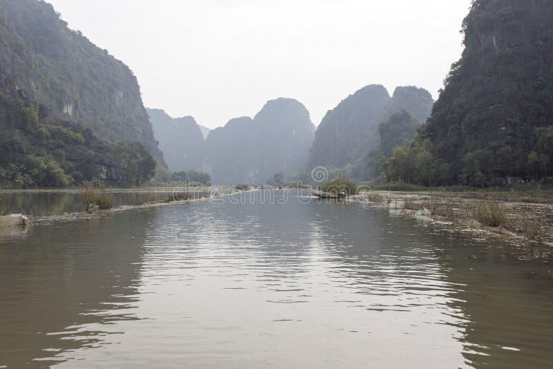 Tam Coc, destination de touristes près de Ninh Binh images stock