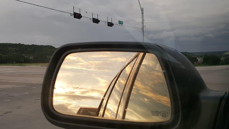 Tam może być ciemny niebo naprzód ale tam jest zawsze światło słoneczne gdzieś zdjęcia royalty free