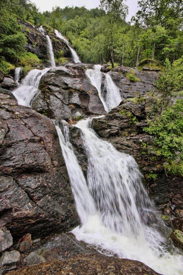 Tam są setki piękne siklawy w Scandinavia fotografia stock