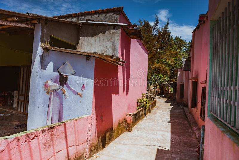 TAM THANH, TAM KY, VIETNAM - 16. MÄRZ 2017: Gemalte Wand, Straßenkünste im Tam Thanh-Wandgemäldedorf stockbilder