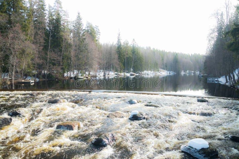 Tama i próg na rzecznym Jokelanjoki, Kouvola, Finlandia fotografia stock