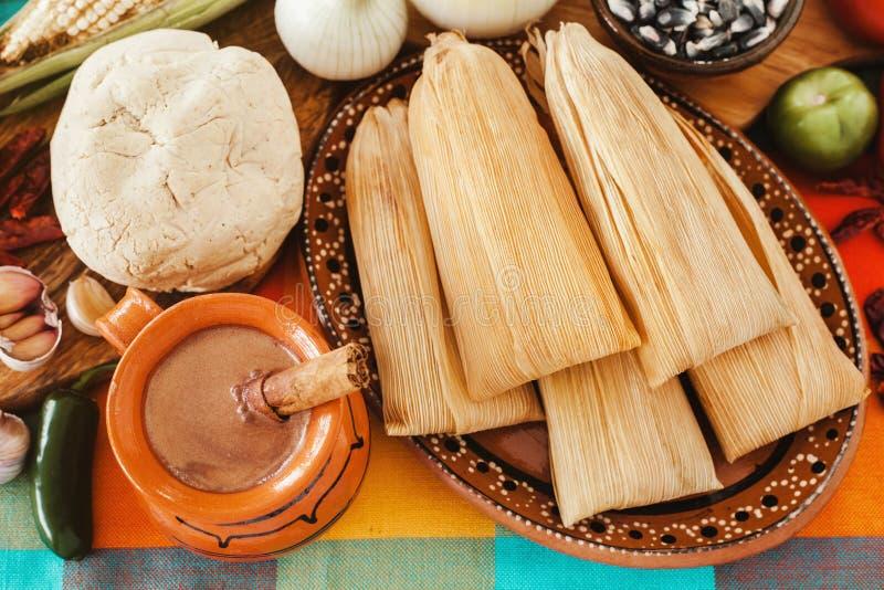 Tamales mexicanos, meksykańscy tamale składniki, korzenny jedzenie w Mexico zdjęcia royalty free