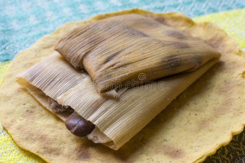 Tamales mexicanos tradicionais do feijão fotos de stock royalty free