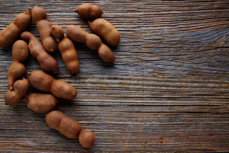 Tamarindo tamaryndy owoc dojrzałe na brown drewnie zdjęcie royalty free