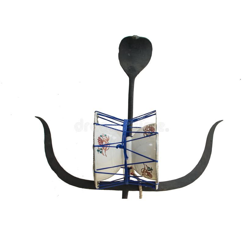 Tambor de la pelotilla con Trident y símbolo religioso de la cobra fotografía de archivo libre de regalías