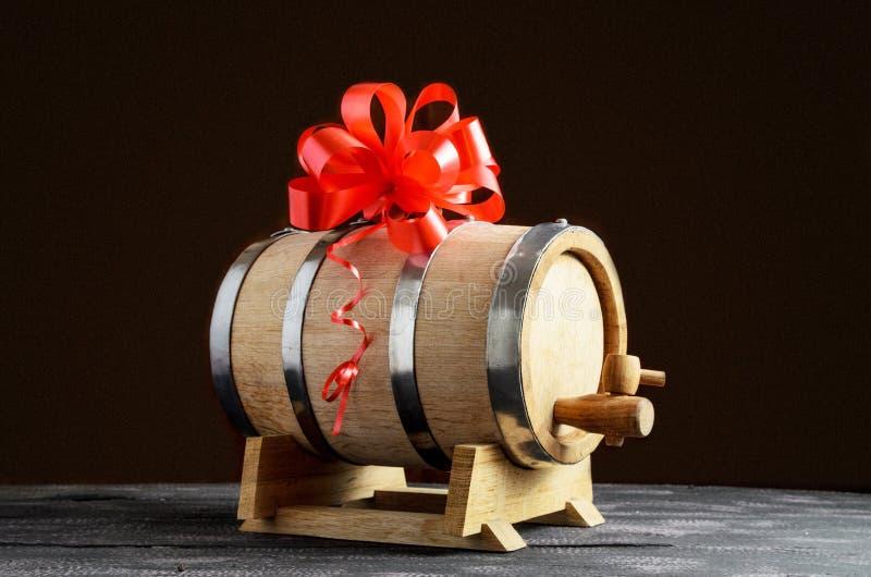 Tambor de madeira para o vinho com curva imagem de stock royalty free