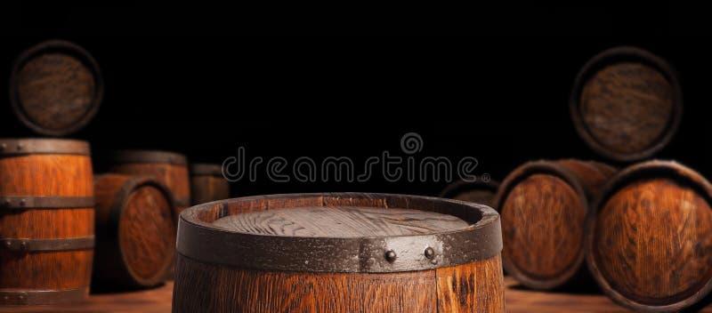 Tambor de madeira rústico em um fundo da noite imagem de stock royalty free