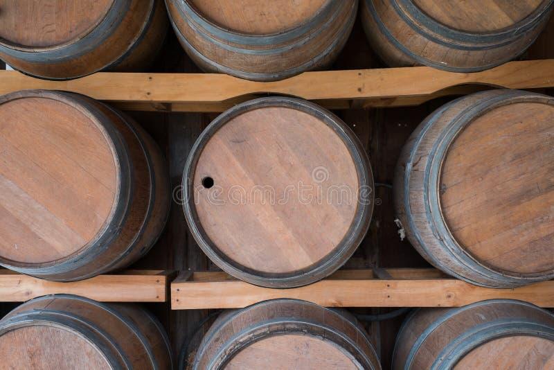 Tambor de vinho de madeira na adega imagem de stock royalty free