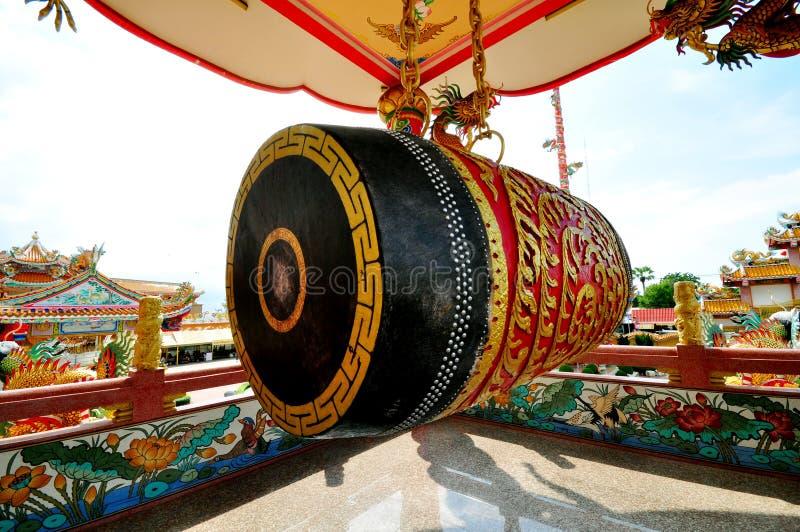 Tambor dentro del templo chino foto de archivo