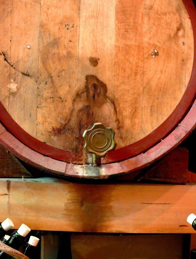 Tambor e torneira de vinho fotos de stock royalty free