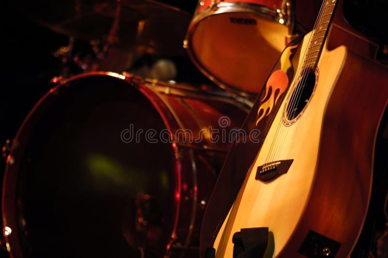 Tambor y guitarra imagen de archivo libre de regalías