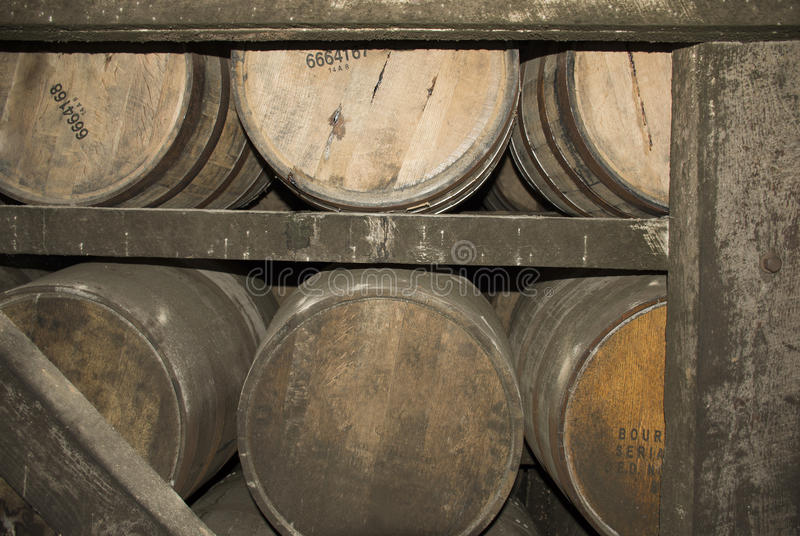 Tambores de Bourbon do envelhecimento foto de stock royalty free
